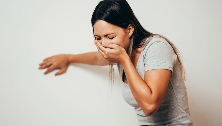 更年期による吐き気の症状について解説!原因や対処法を紹介!