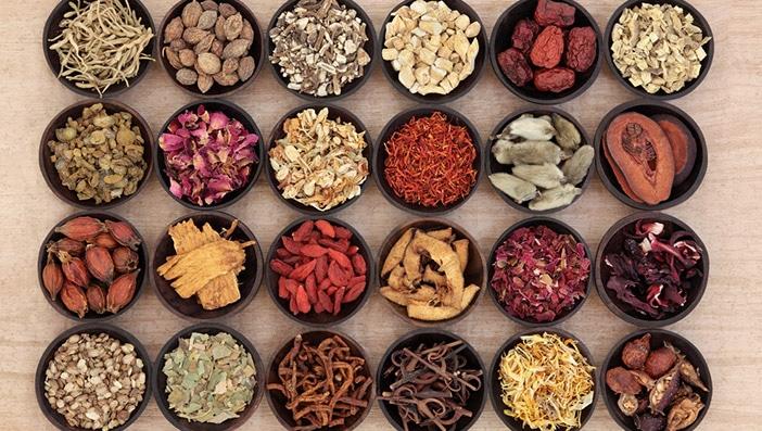 更年期の症状に対する漢方の効果やオススメの漢方|飲む際に注意するべき点